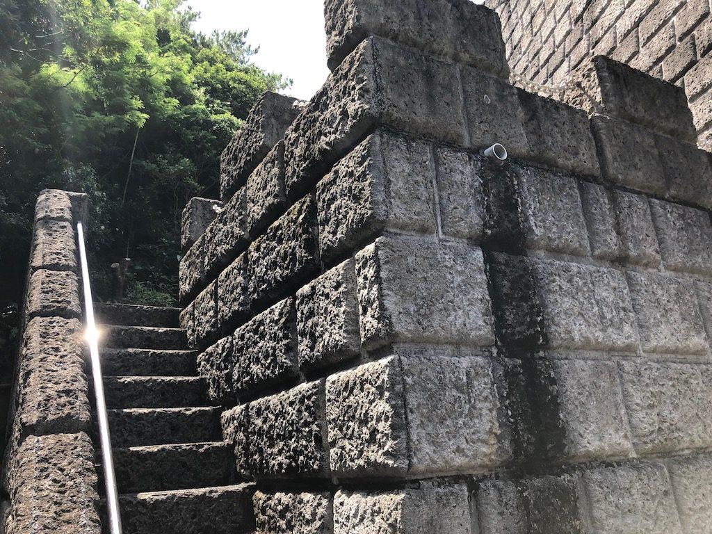 漢那ダム階段
