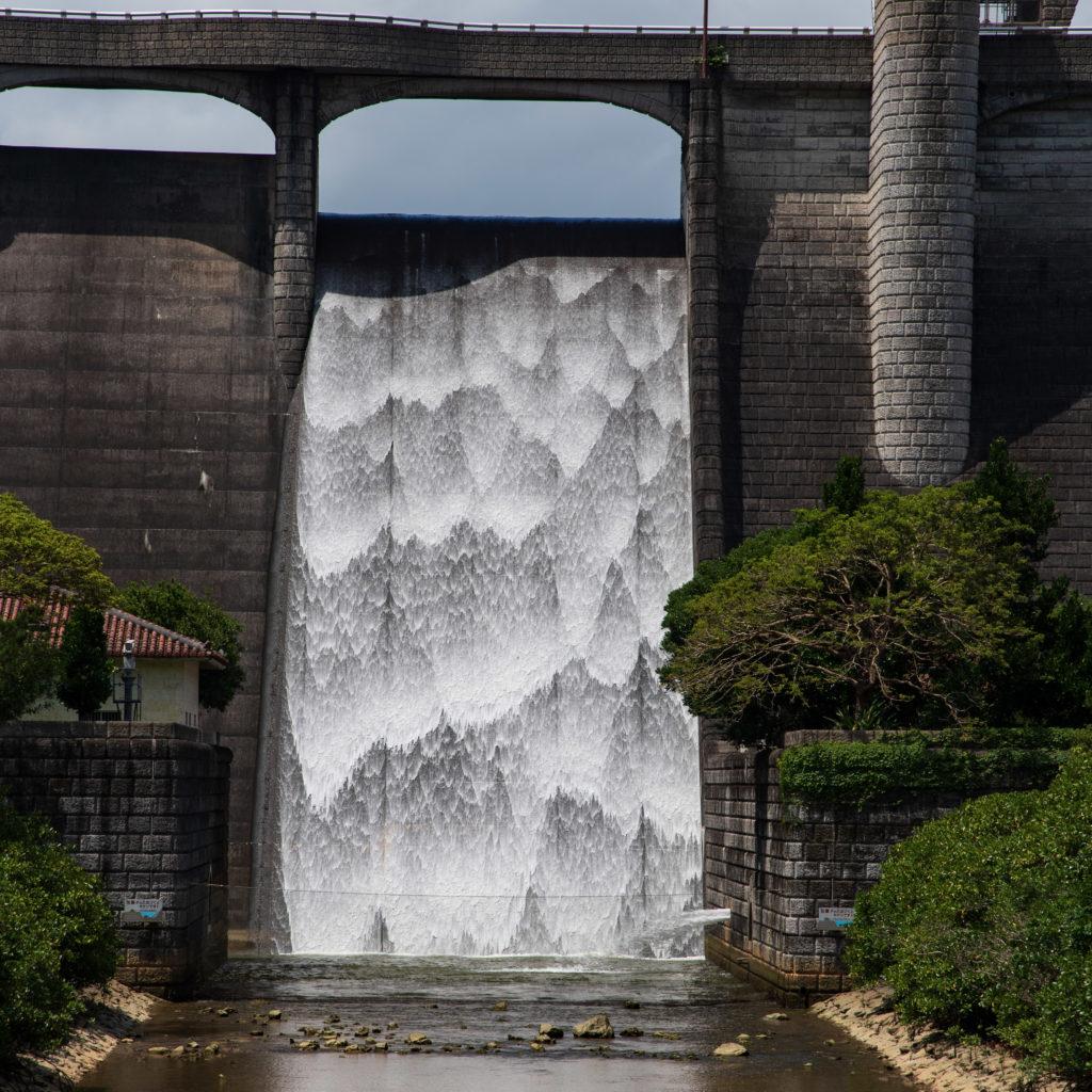正面から見た滝