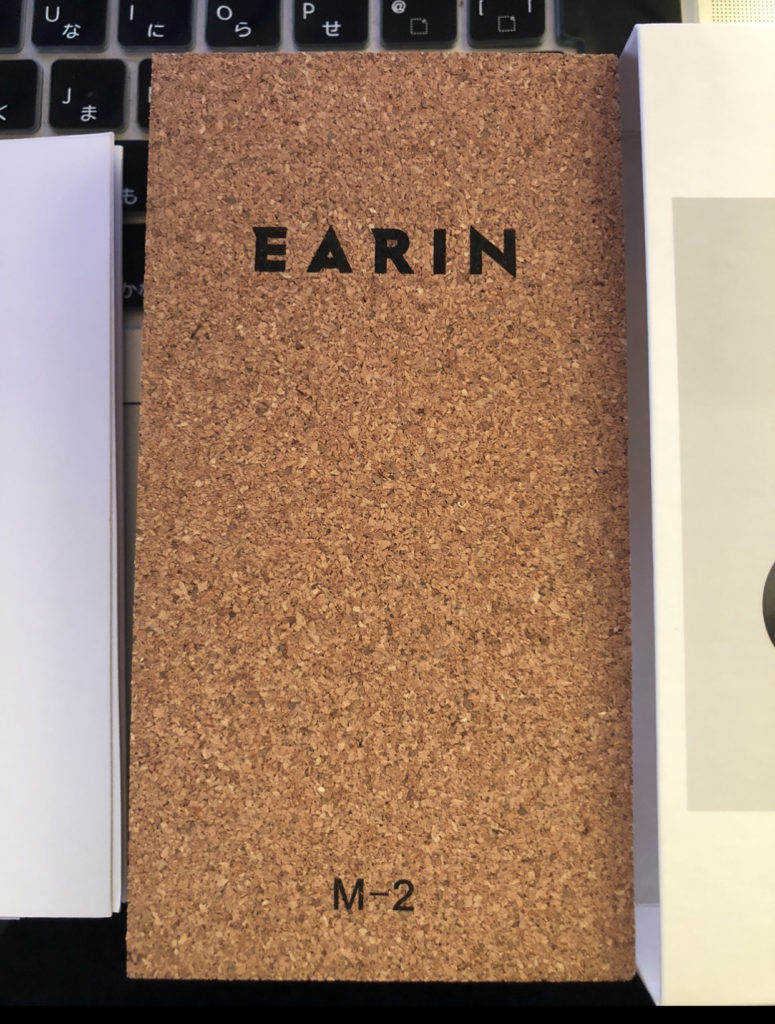 ワインのコルクと似た素材の箱