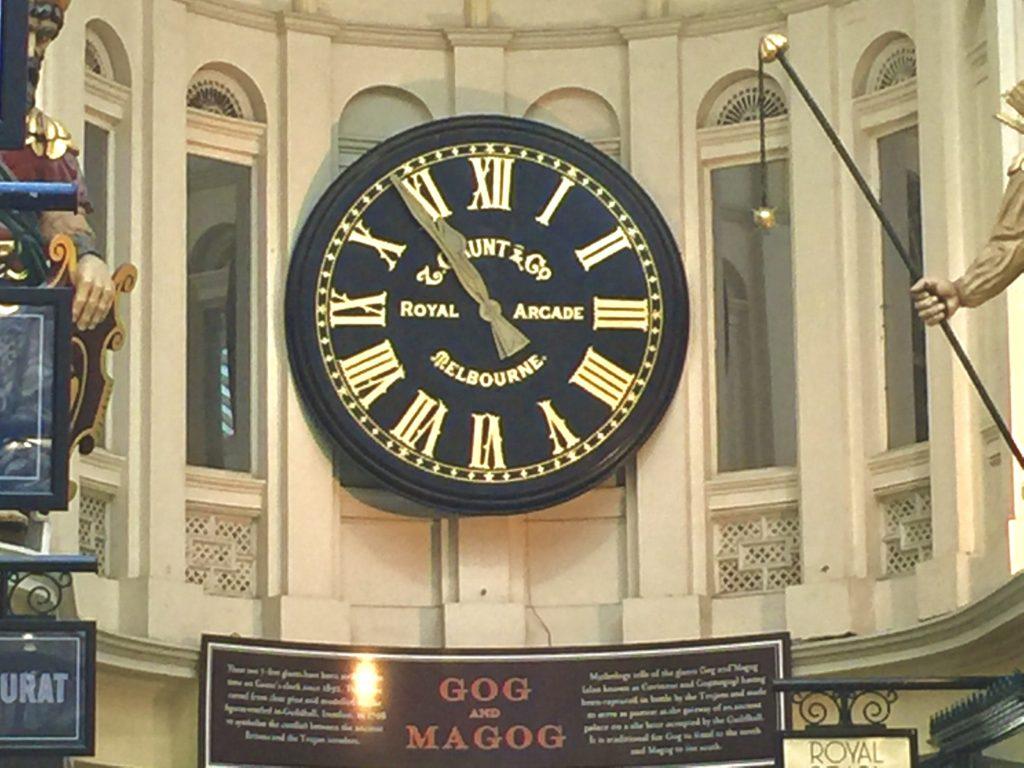オーストラリアのとある町の掛け時計